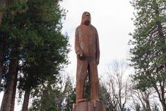 Talla de madera y escultura de Sasquatch/de Bigfoot Fotografía de archivo libre de regalías