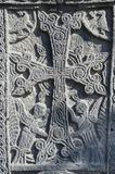 Talla de piedra - cruz cristiana con las criaturas míticas, Armenia Foto de archivo libre de regalías