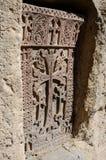 Talla de piedra - cruz cristiana en el monasterio de Geghard, Asi central Imagen de archivo libre de regalías