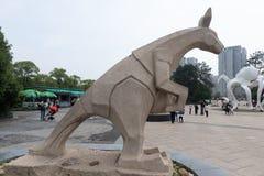 Talla de piedra de la canguro-piedra Foto de archivo libre de regalías