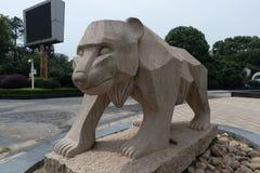 Talla de piedra de la oso-piedra Foto de archivo libre de regalías