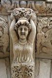 Talla de piedra sobre la entrada Fotos de archivo
