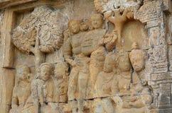 Talla del alivio de Bas de cortesanas en Borobudur Imagenes de archivo