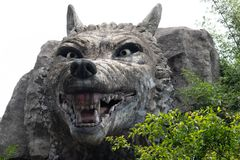 Talla gris de piedra de la lobo-piedra Foto de archivo libre de regalías