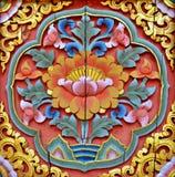 Talla tailandesa nativa de madera del estilo adornada en templo imágenes de archivo libres de regalías