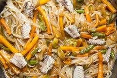 Tallarines asiáticos con las verduras Foto de archivo libre de regalías