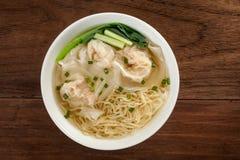 Tallarines chinos de la sopa de wonton imagen de archivo