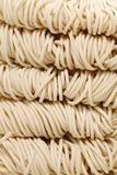 Tallarines chinos, uncook Imagenes de archivo