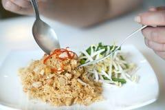 Tallarines curruscantes tailandeses Fotos de archivo