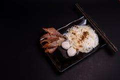 Tallarines de arroz con los porks y las bolas de la reunión Imagen de archivo libre de regalías