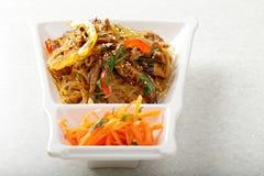 Tallarines de arroz de cristal servidos con carne de vaca Imágenes de archivo libres de regalías