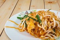Tallarines de arroz o cojín sofritos Mee Korat Fotografía de archivo libre de regalías