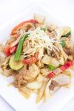 Tallarines de arroz planos sofritos con la salsa del jengibre. Fotos de archivo