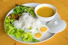 Tallarines de arroz tailandeses, tallarines fermentados de la harina de arroz Foto de archivo libre de regalías