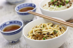 Tallarines de Dan dan, cocina de Sichuan del chino imagenes de archivo