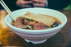 Tallarines de la carne de vaca, tallarines chinos, sopa imagen de archivo