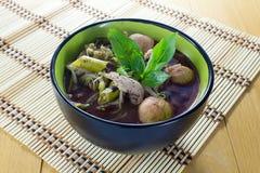 Tallarines de la comida tailandesa tradicional imagenes de archivo