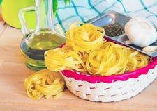 Tallarines de las pastas, ajo y aceite de oliva italianos Imagen de archivo