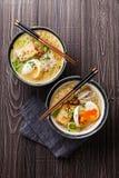 Tallarines de ramen asiáticos del Miso con el huevo, el queso de soja y el enoki Fotos de archivo