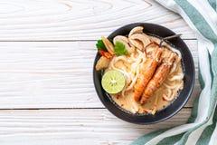 tallarines de ramen picantes del udon de los camarones (Tom Yum Goong imagen de archivo libre de regalías