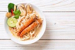 tallarines de ramen picantes del udon de los camarones (Tom Yum Goong imágenes de archivo libres de regalías