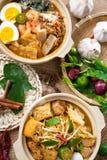 Tallarines del curry y tallarines de la gamba Imágenes de archivo libres de regalías