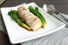 Tallarines del rollo del chino con la bola de camarón Foto de archivo libre de regalías