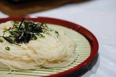 tallarines fríos enfriados de los somen Comida japonesa fotos de archivo libres de regalías