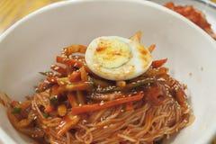 Tallarines fríos picantes coreanos Imagenes de archivo