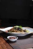 Tallarines fritos asiáticos Imágenes de archivo libres de regalías