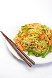 Tallarines fritos chino imagenes de archivo