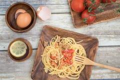 Tallarines hechos en casa del tomate de la carne de vaca Fotos de archivo