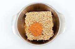 Tallarines inmediatos secos con el ingrediente picante Imagen de archivo
