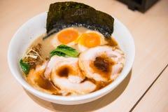 Tallarines japoneses con otros platos Fotografía de archivo libre de regalías