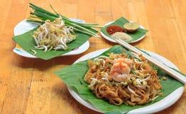 Tallarines o padthai tailandeses Fotografía de archivo