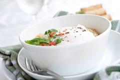 Tallarines picantes con el huevo y chilis rojos Fotos de archivo