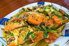 Tallarines picantes tailandeses de los mariscos imagenes de archivo