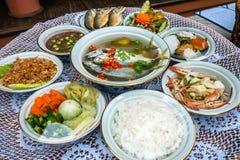 Tallarines picantes tailandeses de los mariscos fotografía de archivo