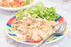 Tallarines sofritos estilo tailandés Fotografía de archivo