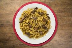 Tallarines sofritos, mein de Chow Cocina china Fotos de archivo libres de regalías