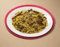 Tallarines sofritos, mein de Chow Cocina china Imagenes de archivo