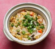 Tallarines. sopa de tallarines de arroz con el pollo y la verdura Imagen de archivo libre de regalías