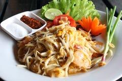 Tallarines tailandeses (padthai) con el camarón Fotos de archivo libres de regalías