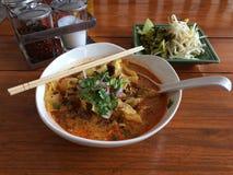 Tallarines tailandeses septentrionales del curry del estilo Fotografía de archivo