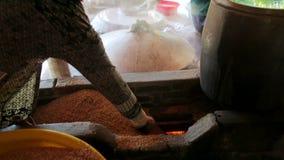 Tallarines tradicionales que hacen la fábrica almacen de video