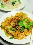 Tallarines vegetales malasios y arroz del jazmín Foto de archivo libre de regalías