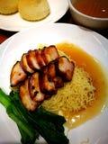 Tallarines y dim sum del charsiew del cerdo de carne asada del estilo de Hong Kong Foto de archivo