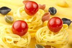 Tallarines y tomates frescos Fotos de archivo libres de regalías
