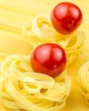 Tallarines y tomates frescos Imágenes de archivo libres de regalías
