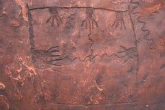 Tallas únicas de la mano en roca Foto de archivo libre de regalías